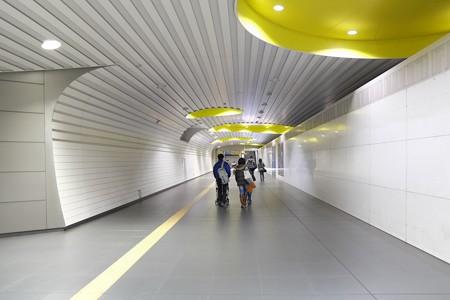 2013.01.06 新高島駅 地上への道