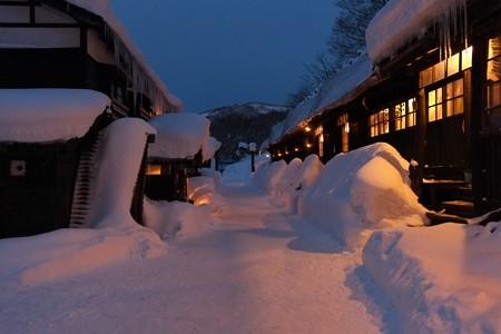 2013.01.27 乳頭温泉鶴の湯 事務所前