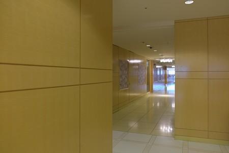 2013.06.18 新丸ビル 曲がり角