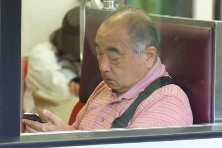 2013.08.16 電車 スマホじじい