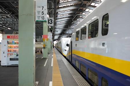 2013.11.26 新潟駅 MAXとき322号 途中連結しています
