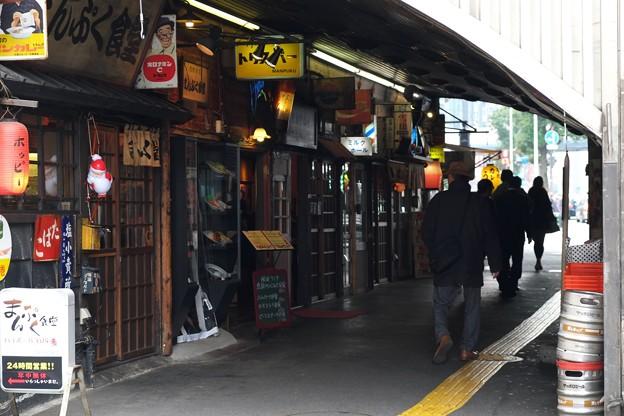 2013.12.26 有楽町駅 ガード まんぷく食堂