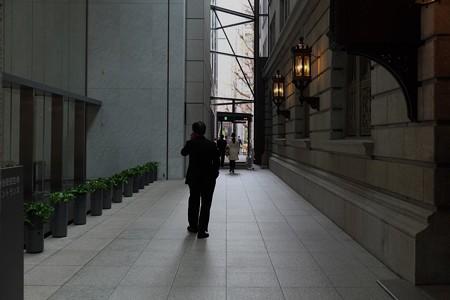 2013.12.26 明治安田生命 丸の内 MY PLAZA 歩き電話