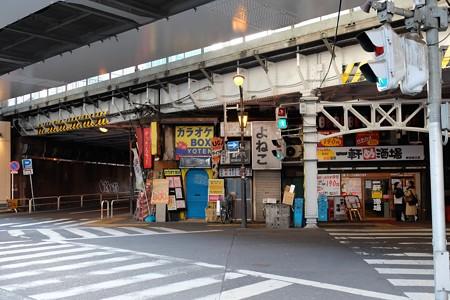 2014.02.07 神田駅南口交差点 高架下