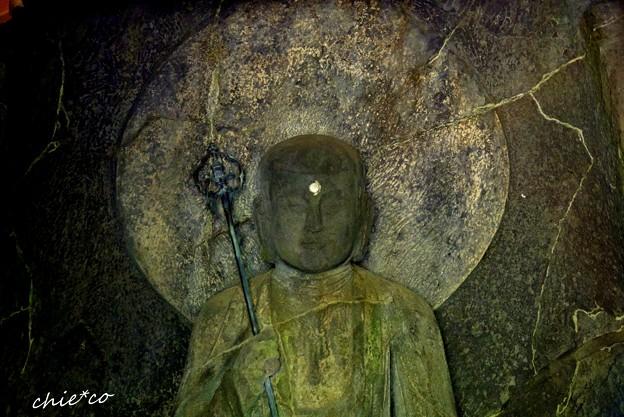 磨崖仏(まがいぶつ)・・国内最大級の地蔵菩薩坐像・・