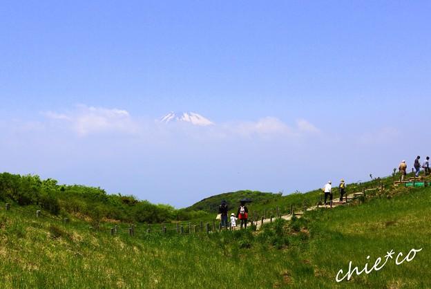 少し見える富士山と・・箱根 駒ヶ岳山頂・・2