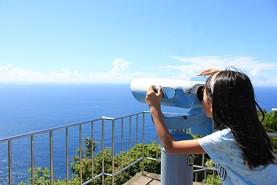 都井岬灯台から太平洋を望む