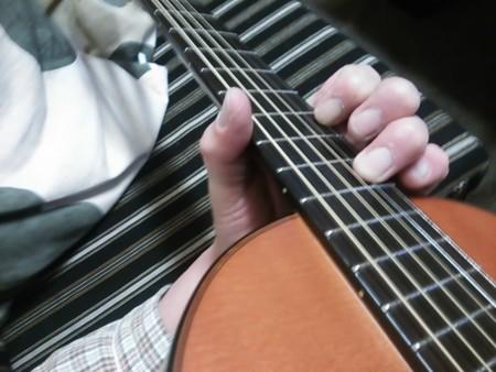 【blog記録用】弦も換えて貰いました。タダリオブロンズコーティングカスタムライト、ありゃ、テンション低すぎ(・∀・)2