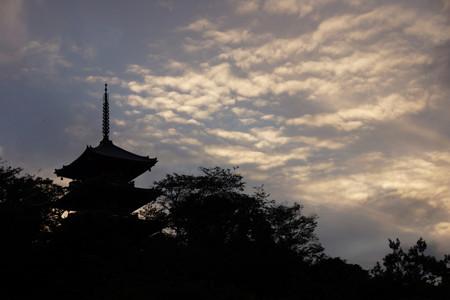 初秋の空と三重の塔!