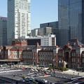 写真: 東京丸の内駅舎、お昼休み!