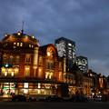 写真: 東京駅丸の内駅舎の夕暮れ!