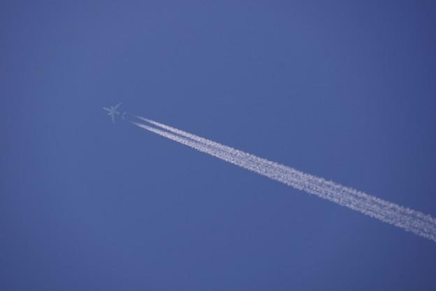 Photos: 飛行機雲、発見!130531