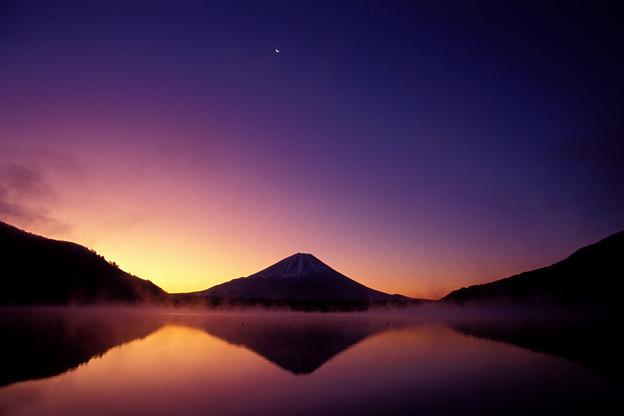 夜明けの霊峰