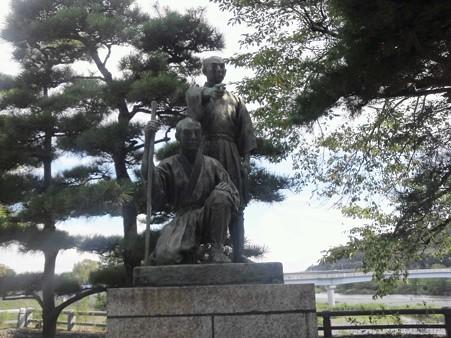 玉川兄弟の銅像