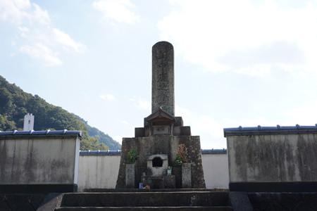 山中鹿介の墓 - 1
