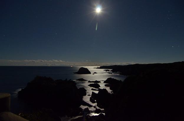 月夜の海・海金剛にて