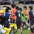 Photos: おしゃべりするうっちーとザキオカさん1(ヨルダン戦6.8)