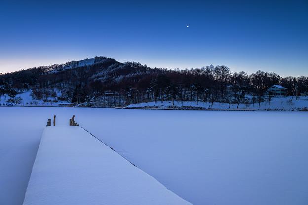 聖湖の夜明け