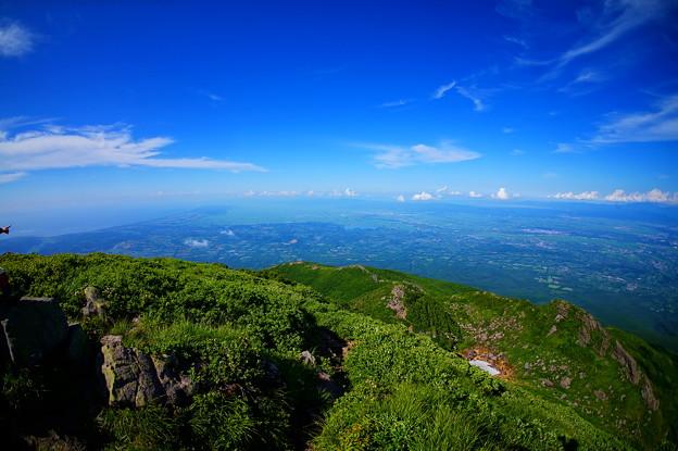 岩木山火口より望む津軽平野