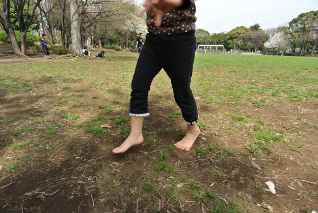 【子ども】春の裸足で駆け回る♪