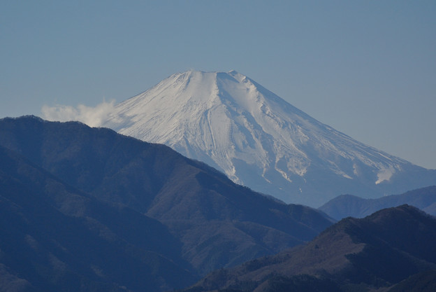 晴れやかに望む富士山