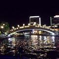 夜の川を船で・・。