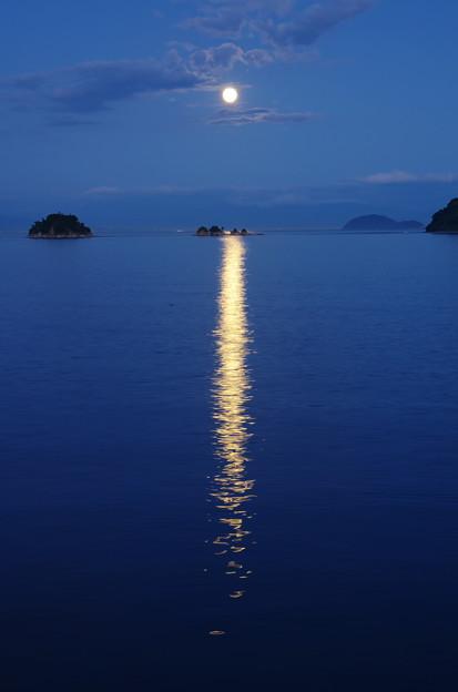 四ツ子島の満月 きらきら