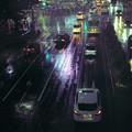 雨に滲む街