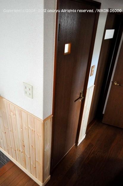 トイレ周りも腰壁を設置