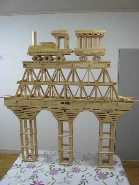 木のおもちゃカプラで汽車と鉄橋