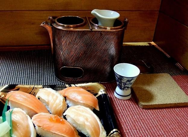 コンビニの寿司と燗銅壺