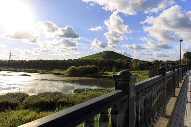 橋から見えるモエレ山