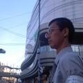 写真: 街頭活動中。