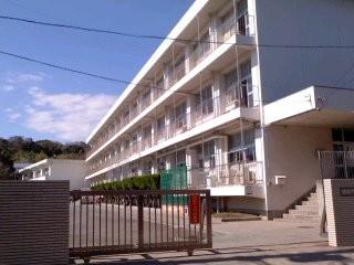 鎌倉市立腰越小学校。