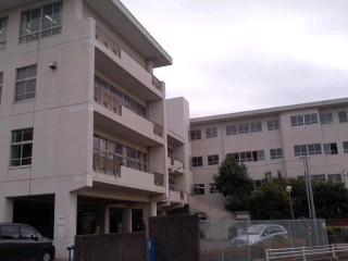 鎌倉市立関谷小学校。