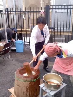 松尾鎌倉市長の餅つき。