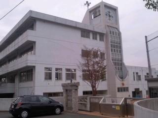 鎌倉市立小坂小学校。