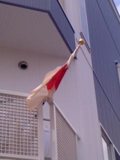 祝日には国旗を掲揚。