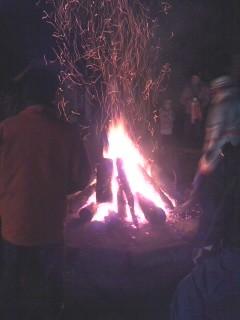焚き火(白山神社)。