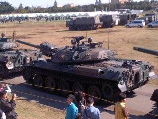 戦車(10月27日、自衛隊観閲式)