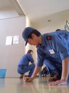 甲板掃除中(2月3日、角田晶生)
