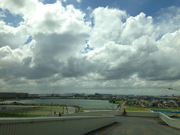 越谷レイク、昼過ぎの空。