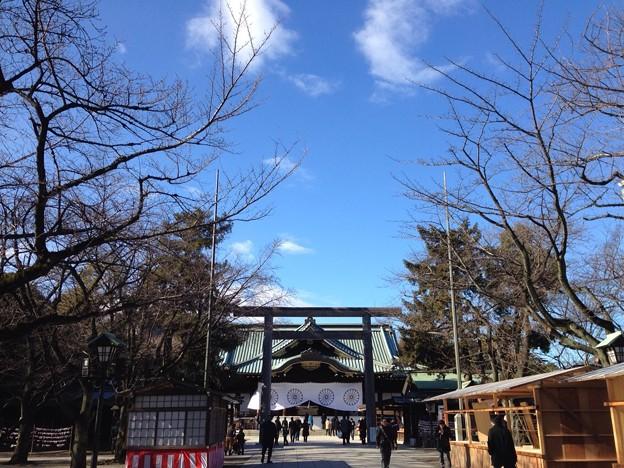 靖国神社 (-人-)