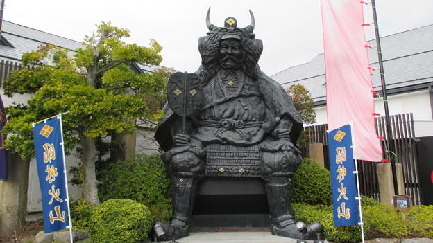 風林火山 響の里・武田信玄公像(笛吹市)