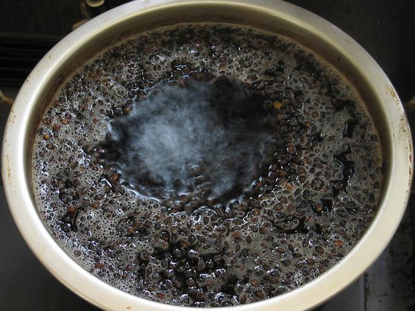 麦茶を煮出す