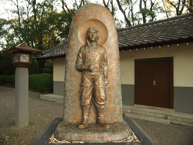 09 特攻勇士の像