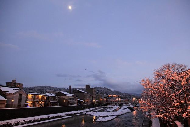浅野川 月と桜並木 夕日に染まって