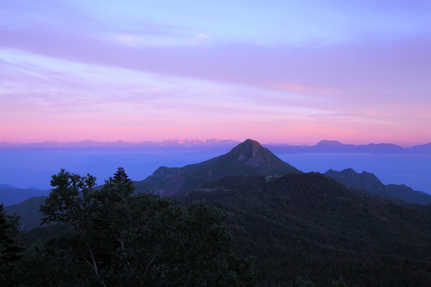 渋峠から 笠ヶ岳と北アルプス 雲海?