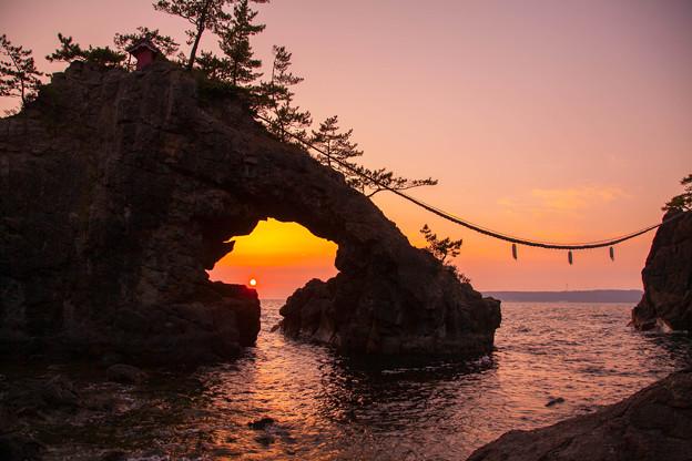 機具岩 夕陽に染まって