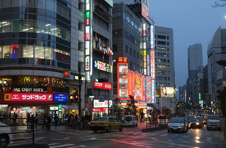 新宿西口交差点